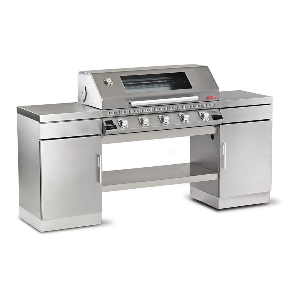 1100S Series – Cuisine extérieure 5 bruleurs avec 2 armoires et une étagère de fond